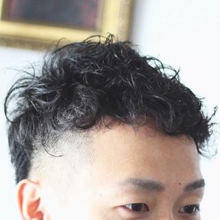 ナチュラル メンズスタイル メンズカット メンズパーマ ヘアスタイルや髪型の写真・画像