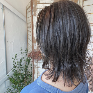ガーリー 無造作パーマ ウルフレイヤー アッシュ ヘアスタイルや髪型の写真・画像