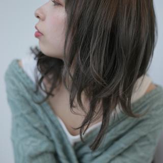 ヌーディベージュ ナチュラル セミロング シアーベージュ ヘアスタイルや髪型の写真・画像