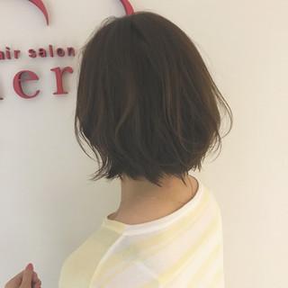 ボブ デート オフィス ウェーブ ヘアスタイルや髪型の写真・画像