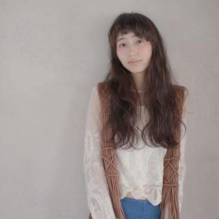 ワイドバング 外国人風 インナーカラー アンニュイ ヘアスタイルや髪型の写真・画像