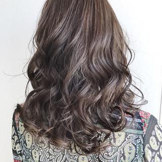 グレージュ ミディアム 外国人風 冬 ヘアスタイルや髪型の写真・画像