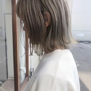 大人かわいい カーキアッシュ ストリート マットグレージュ ヘアスタイルや髪型の写真・画像