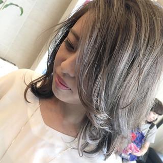 外国人風 ハイライト ナチュラル イルミナカラー ヘアスタイルや髪型の写真・画像