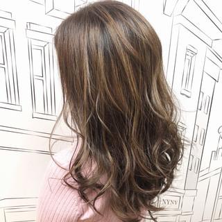 イルミナカラー ナチュラル セミロング ハイライト ヘアスタイルや髪型の写真・画像