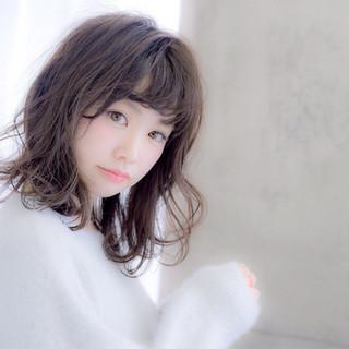 パーマ アッシュ 大人女子 小顔 ヘアスタイルや髪型の写真・画像
