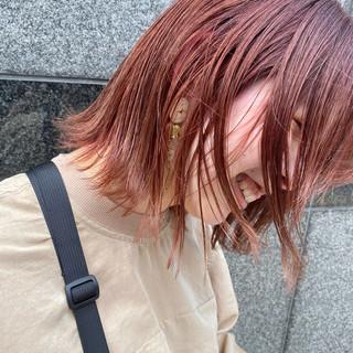 切りっぱなしボブ ナチュラル レッドカラー 外ハネボブ ヘアスタイルや髪型の写真・画像