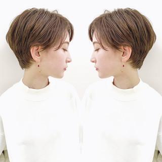 デート ショート オフィス パーマ ヘアスタイルや髪型の写真・画像 ヘアスタイルや髪型の写真・画像