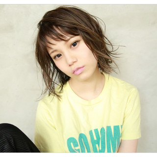 外国人風カラー 透明感 レイヤーカット 前髪あり ヘアスタイルや髪型の写真・画像