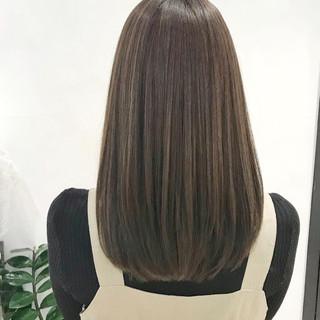 透明感カラー アッシュグレージュ カーキアッシュ ブリーチなし ヘアスタイルや髪型の写真・画像