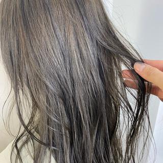 レイヤーカット オリーブアッシュ ベージュ ナチュラル ヘアスタイルや髪型の写真・画像