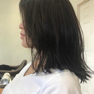 ウェットヘア ミディアム リラックス 抜け感 ヘアスタイルや髪型の写真・画像