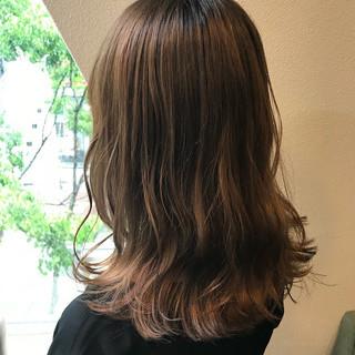 ブラウンベージュ セミロング 透明感カラー ナチュラル ヘアスタイルや髪型の写真・画像
