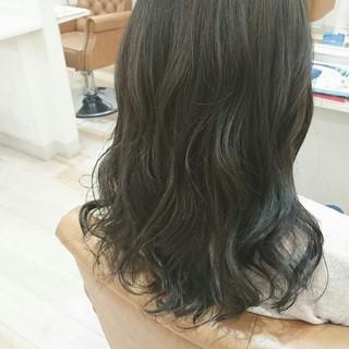 大人かわいい ブルーアッシュ ロング ハイライト ヘアスタイルや髪型の写真・画像
