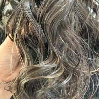 ハイライト ロング ナチュラル 大人かわいい ヘアスタイルや髪型の写真・画像