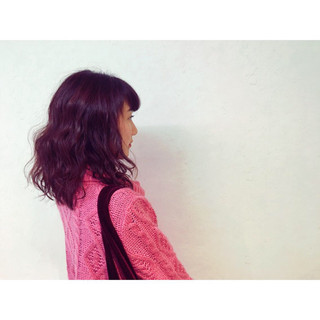 ナチュラル ピンク セミロング レッド ヘアスタイルや髪型の写真・画像