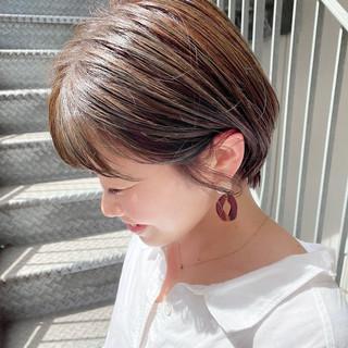オフィス ショートボブ ナチュラル 大人かわいい ヘアスタイルや髪型の写真・画像