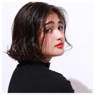 外ハネ 色気 ウェットヘア ナチュラル ヘアスタイルや髪型の写真・画像