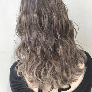グラデーションカラー ミルクティーベージュ セミロング モテ髪 ヘアスタイルや髪型の写真・画像