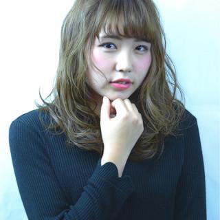 グラデーションカラー 外国人風 フェミニン パーマ ヘアスタイルや髪型の写真・画像