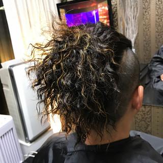 スパイラルパーマ 坊主 パーマ メッシュ ヘアスタイルや髪型の写真・画像