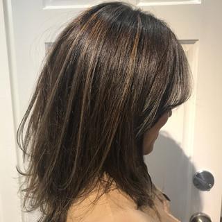 ミディアム グレー ハイライト モード ヘアスタイルや髪型の写真・画像 ヘアスタイルや髪型の写真・画像