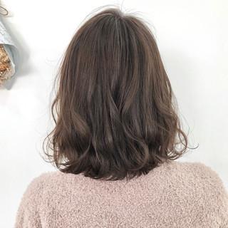 ミディアム デート アンニュイほつれヘア ヘアアレンジ ヘアスタイルや髪型の写真・画像