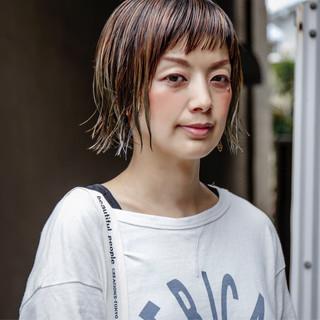 ストリート 外ハネ アッシュグレージュ ハイライト ヘアスタイルや髪型の写真・画像