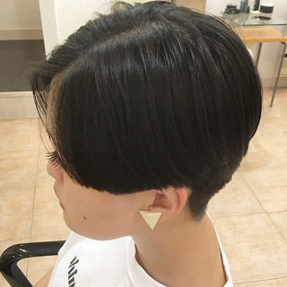 ショートヘア 刈り上げ女子 マッシュショート 刈り上げ ヘアスタイルや髪型の写真・画像