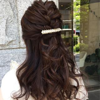 編み込み フェミニン ロング ブライダル ヘアスタイルや髪型の写真・画像