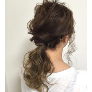 色気 簡単ヘアアレンジ ナチュラル リラックス ヘアスタイルや髪型の写真・画像