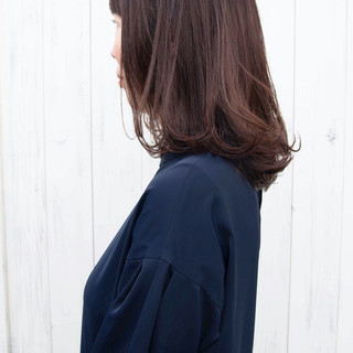 鎖骨ミディアム ヌーディベージュ セミロング ナチュラル ヘアスタイルや髪型の写真・画像