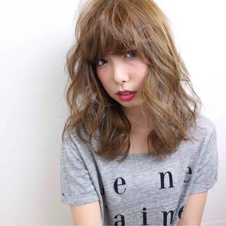 アッシュ ハイトーン ミディアム ストリート ヘアスタイルや髪型の写真・画像