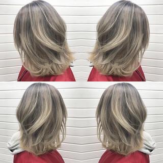 グラデーションカラー ミルクティー ハイライト アッシュグラデーション ヘアスタイルや髪型の写真・画像