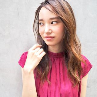ロング ハイライト 外国人風カラー ガーリー ヘアスタイルや髪型の写真・画像