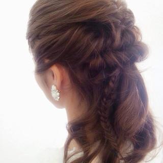 ロング 波ウェーブ 編み込み フィッシュボーン ヘアスタイルや髪型の写真・画像
