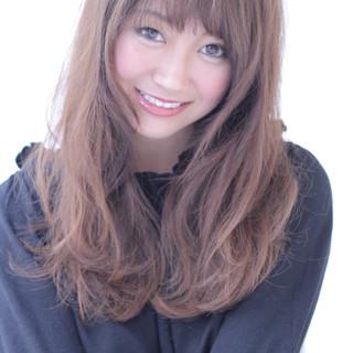 セミロング グラデーションカラー 前髪あり アッシュ ヘアスタイルや髪型の写真・画像