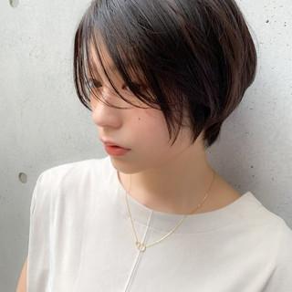 コンサバ ふんわりショート シースルーバング グレージュ ヘアスタイルや髪型の写真・画像