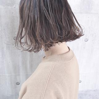 ミルクグレージュ パーマ ボブ ミルクティーグレージュ ヘアスタイルや髪型の写真・画像