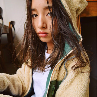 冬 外国人風 暗髪 ミディアム ヘアスタイルや髪型の写真・画像