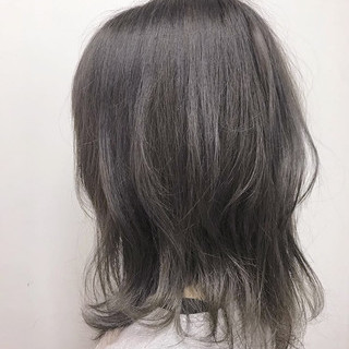 グレージュ 透明感カラー ナチュラル ミディアム ヘアスタイルや髪型の写真・画像