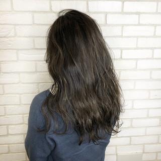 パーマ ナチュラル ロング グレージュ ヘアスタイルや髪型の写真・画像