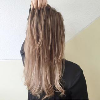 外国人風カラー 金髪 ナチュラル グラデーションカラー ヘアスタイルや髪型の写真・画像