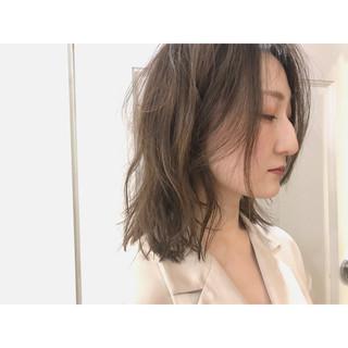 スモーキーカラー アンニュイ パーマ ストリート ヘアスタイルや髪型の写真・画像