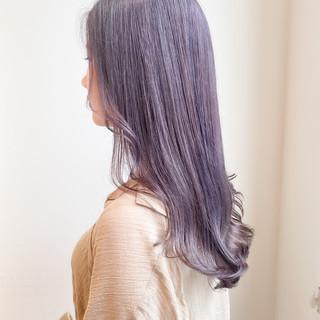 インナーカラー ラベンダーピンク ラベンダーアッシュ ナチュラル ヘアスタイルや髪型の写真・画像