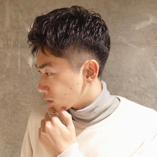 刈り上げ メンズ ツーブロック ナチュラル ヘアスタイルや髪型の写真・画像