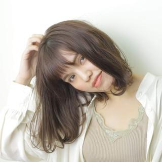 秋冬スタイル 大人女子 ミディアム 前髪あり ヘアスタイルや髪型の写真・画像