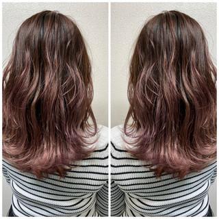 チェリーレッド ミルクティーベージュ フェミニン ベリーピンク ヘアスタイルや髪型の写真・画像