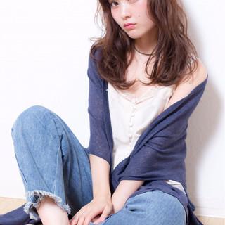 セミロング 色気 外国人風 大人かわいい ヘアスタイルや髪型の写真・画像
