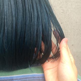 暗髪 ブリーチ ネイビー ダブルカラー ヘアスタイルや髪型の写真・画像